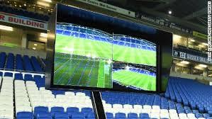 VAR sistēma futbola: Kā darbojas sistēma Video Assistant Referee